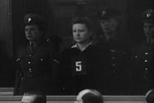 Надзирательница Доротея Бинц на первом Равенсбрюкском суде в 1947 году.