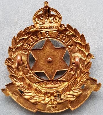Аверс и реверс знака на шляпу военнослужащих 10-го пехотного батальона.