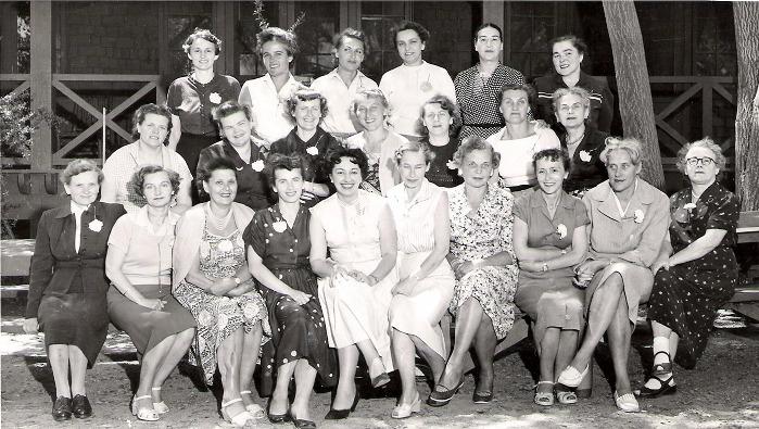Выжившие подопытные женщины после медицинских экспериментов в лагере на реабилитации в США. 1958 г.