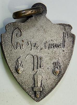 Аверс и реверс знака 4-й дивизии CC.NN. «3 января».