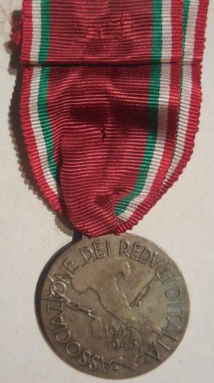 Аверс и реверс памятной медали ассоциации ветеранов Италии «Ветеранам военной кампании 1943-45».