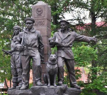 Памятник пограничникам Заполярья. Мурманск. Россия.