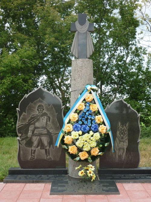 Памятник героям-пограничникам и служебным собакам. с. Легедзино Тальновского р-на Черкасской области, Украина. Осенью 1941 года 25 проводников собак, примерно с 75-ю собаками атаковали «врукопашную» наступающих немцев, остановив наступление противника.