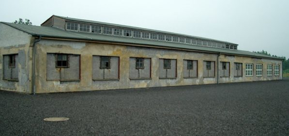 Бараки на территории бывшего женского лагеря.