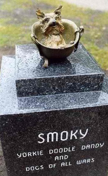 Памятник терьеру Смоки. Кливленд. США.