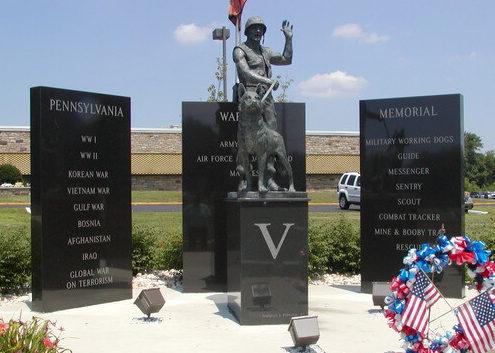Мемориал в честь собак, участвовавших в войнах. Бристоль. Тауншип. Пенсильвания. США.