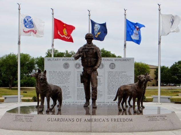 Национальный памятник «Защитникам Свободы Америки». База ВВС Lackland в Сан - Антонио, штат Техас. США.