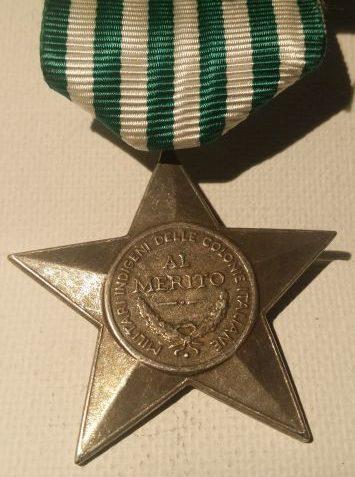 Аверс и реверс Звезды заслуг для местных солдат итальянских колоний (15 лет службы).