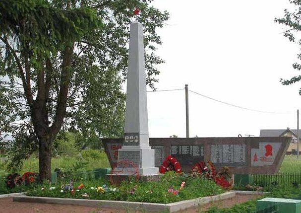 д. Романовка Гатчинского р-на. Памятник, установленный на братской могиле, в которой похоронено 168 советских воинов, из них 125 – известных.