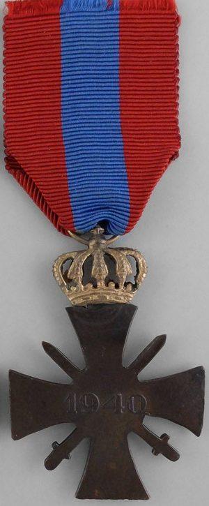 Аверс и реверс золотого военного креста 1940 года.