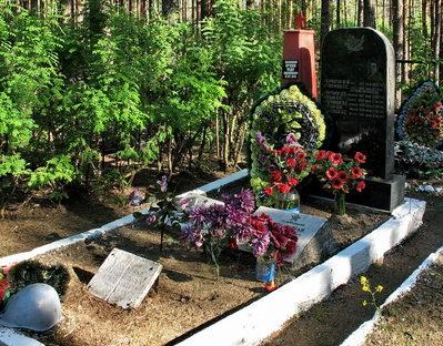 п. Кирилловское Выборгского р-на. Братские могилы, в которых захоронено 32 советских воина.