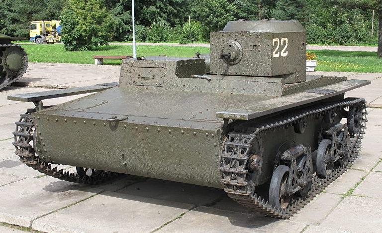 Памятник-танк Т-38, поднятый со дна Невы в 2005 году.