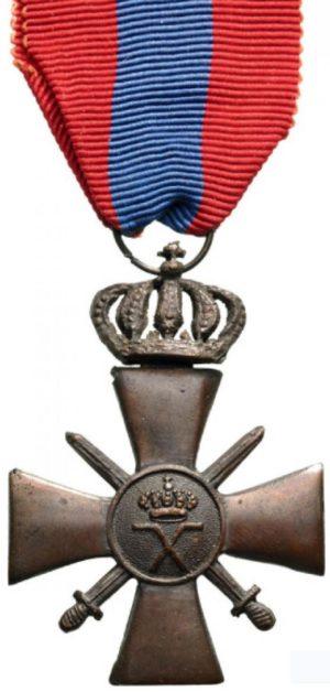 Аверс и реверс бронзового военного креста 1940 года.
