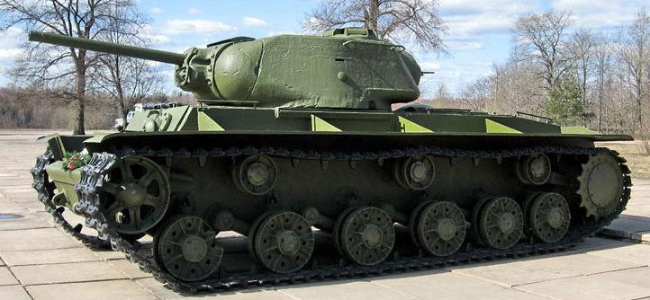 Памятник-танк КВ-1С, поднятый со дна Невы в 2003 году.