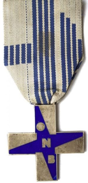 Аверс и реверс Синего креста заслуг ONB.