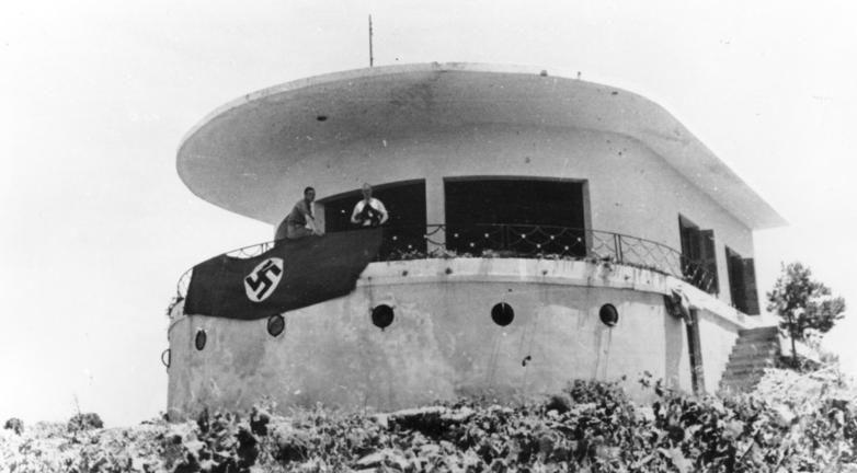 Захваченный греческий командный пункт. Крит. Май, 1945 г.