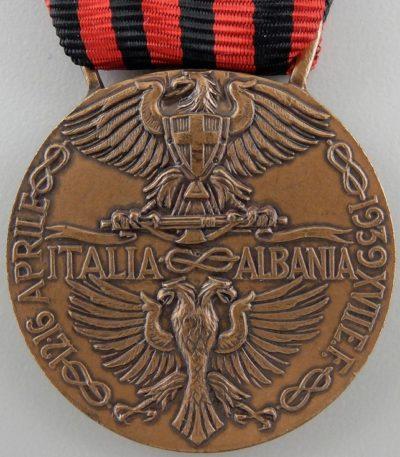 Аверс и реверс памятной медали экспедиции в Албанию (Тип А).