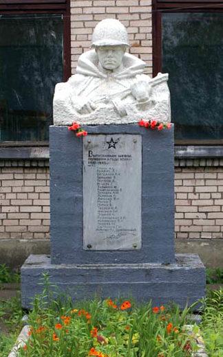 п. Мга Кировского р-на. Памятник погибшим выпускникам школы №37.