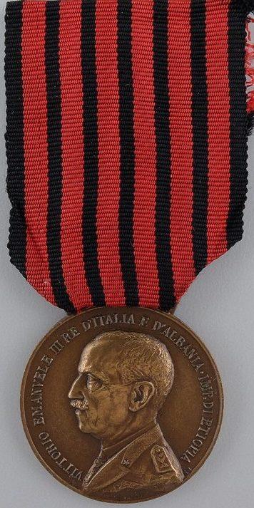 Аверс и реверс памятной медали экспедиции в Албанию (Тип В, первый вариант).