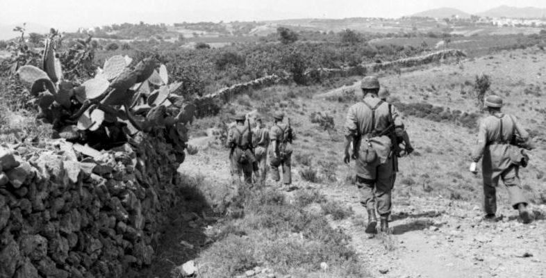 Немецкие парашютисты на острове Крит. Май, 1945 г.