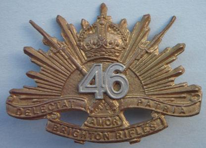 Аверс и реверс знака на шляпу военнослужащих 46-го пехотного батальона.