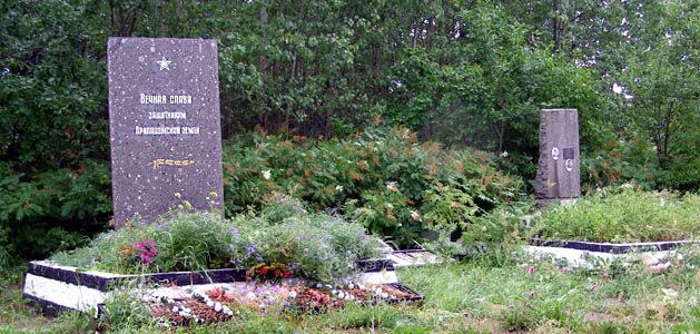 д. Назия Кировского р-на. Братские могилы советских воинов на кладбище.