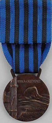 Аверс и реверс памятной медали за военные операции в Восточной Африке.
