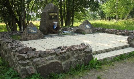 п. Лебяжье, Выборгского р-на. Памятник битве при Куутерселькя 13-15 июня 1944 года.