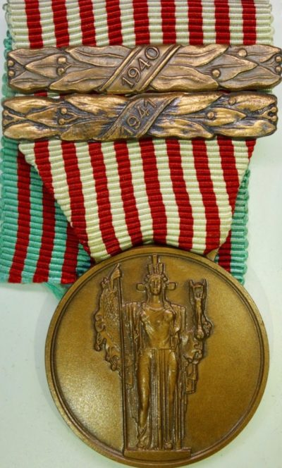 Аверс и реверс памятной медали «Война 1940-43».