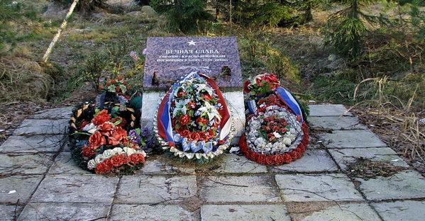 п. Лейпясуо Выборгского р-на. Памятный знак на месте перезахоронения останков 185 советских бойцов.