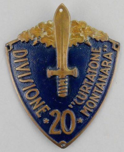 Армейские нарукавные дивизионные щиты.