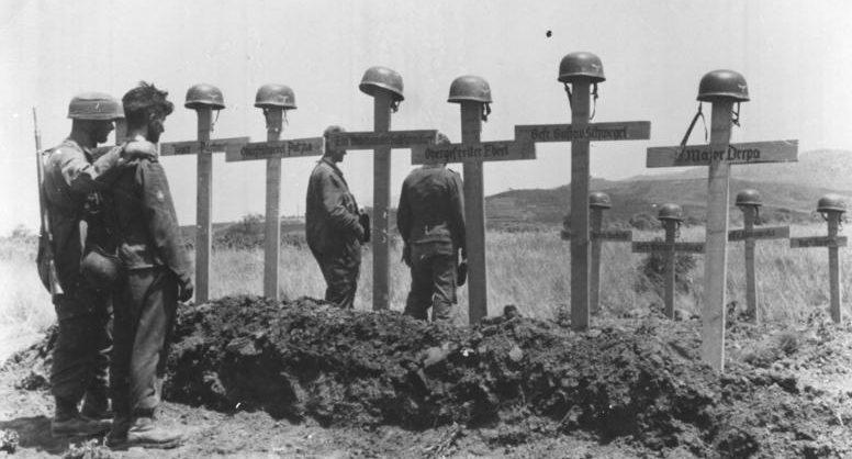 Могилы погибших немецких десантников. Крит. Май, 1941 г.