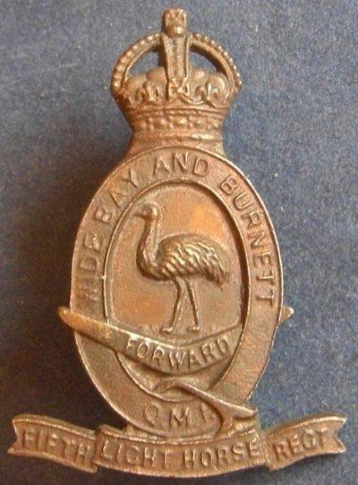 Аверс и реверс знака на шляпу военнослужащих 5-го полка легкой кавалерии.