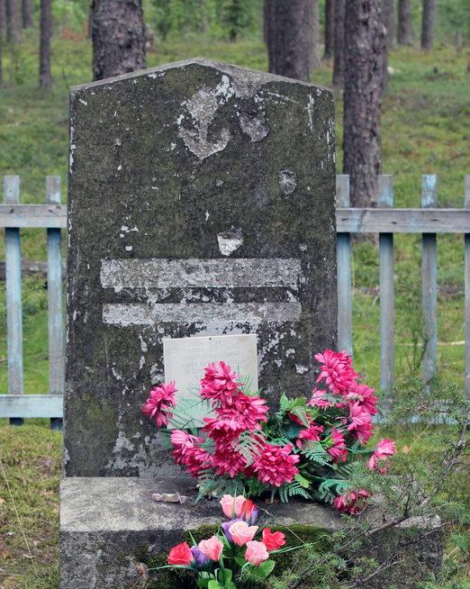 п. Овсяное Выборгского р-на. Памятник на месте братской могилы воинов, умерших в 9-м полевом госпитале во время Зимней войны.