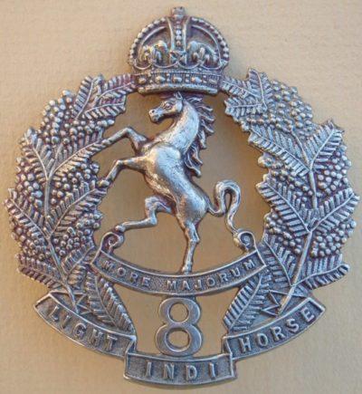 Аверс и реверс знака на шляпу военнослужащих 8-го полка легкой кавалерии.