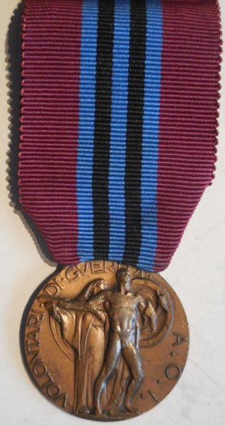 Аверс и реверс медаль за заслуги перед добровольцами Кампании в Восточной Африке 1935-1936.