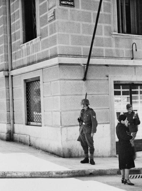 Немцы в Афинах. 1941 г.