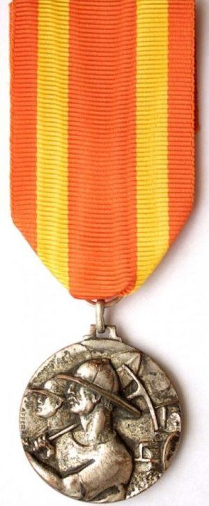 Аверс и реверс медаль «За работу в итальянской Восточной Африке» (1-й вариант).