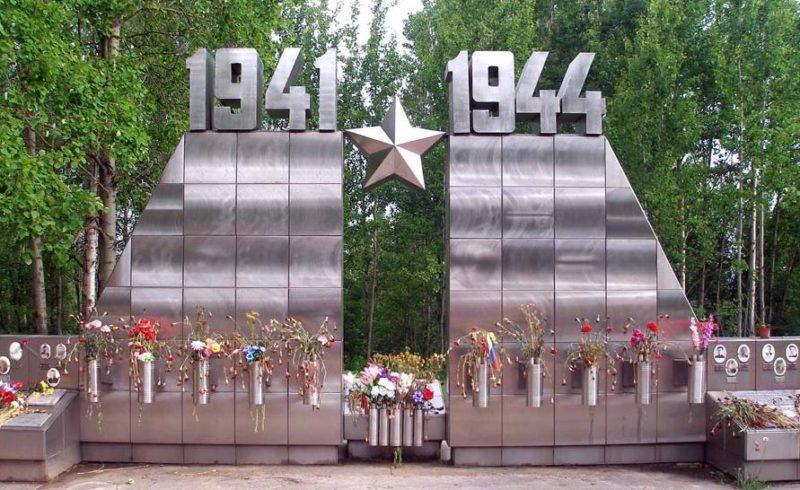 Центральная часть «Стены Памяти».