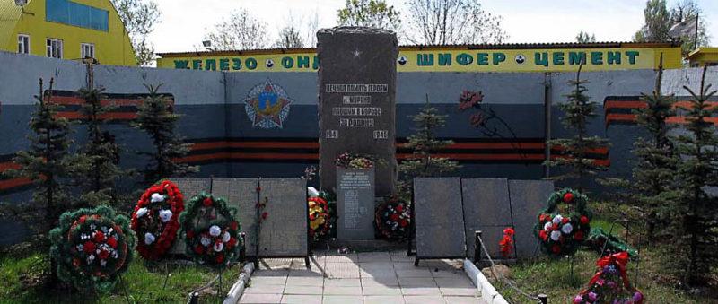 п. Мурино Всеволожского р-на. Памятник погибшим землякам по улице Центральной 17.