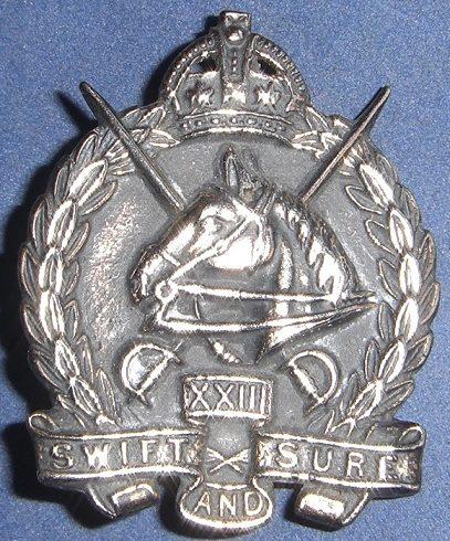 Аверс и реверс знака на шляпу военнослужащих 23-го полка легкой кавалерии.