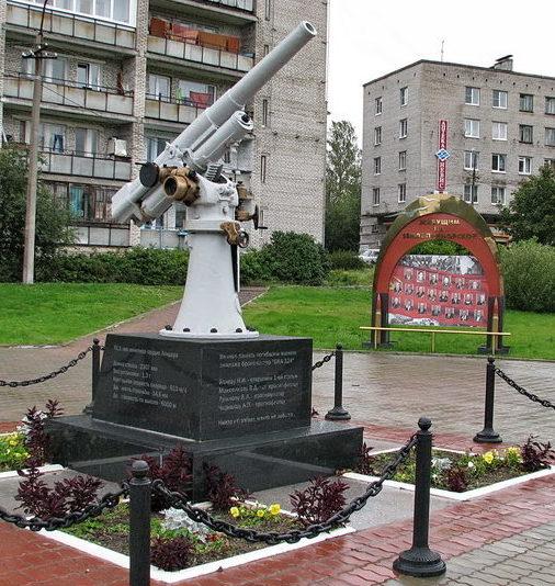 г. Приморск Выборгского р-на. Памятник морякам бронекатера ПВО №324, погибшим в 1944 году.