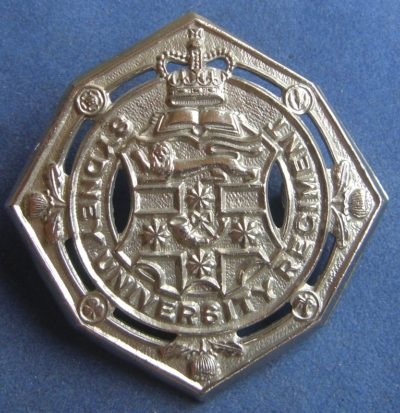 Знак на шляпу военнослужащих Сиднейского университетского полка.