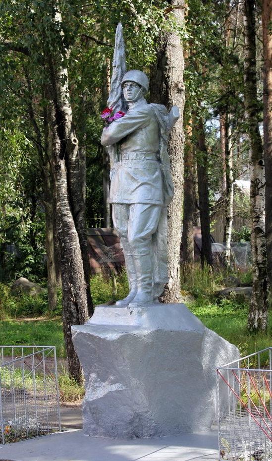 п. Пушное Выборгского р-на. Памятник воинам, павшим в годы Великой Отечественно войны.