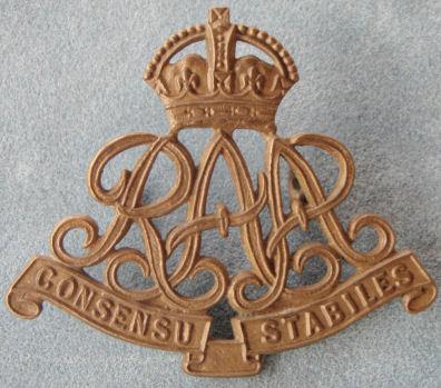 Знак на шляпу военнослужащих Королевской бригады осадной артиллерии.