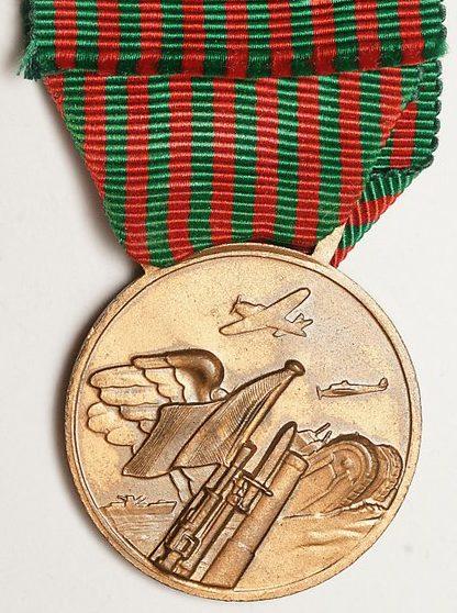 Аверс и реверс медали «За участие в войне 1940-1943».