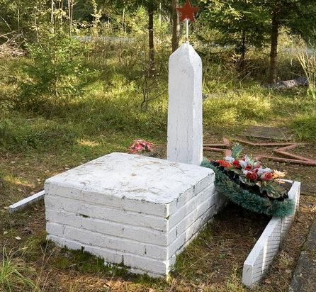 п. Пушное Выборгского р-на. Памятник на воинском захоронении.