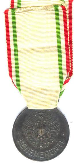 Аверс и реверс серебряной медали «За заслуги перед Красным крестом» (Medaglia d'argento al merito della Croce Rossa Italiana). Королевство.