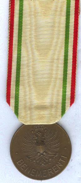 Аверс и реверс бронзовой медали «За заслуги перед Красным крестом» (Medaglia di bronzo al merito della Croce Rossa Italiana). Королевство.