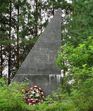 п. Свердлово Выборгского р-на. Памятник пограничникам 43-й, 115-й и 123-й стрелковых дивизий, сражавшимся на этом рубеже в августе 1941 года.